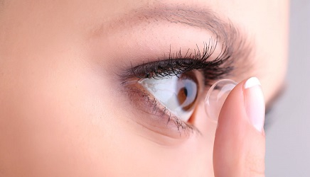 contact-lenses-women